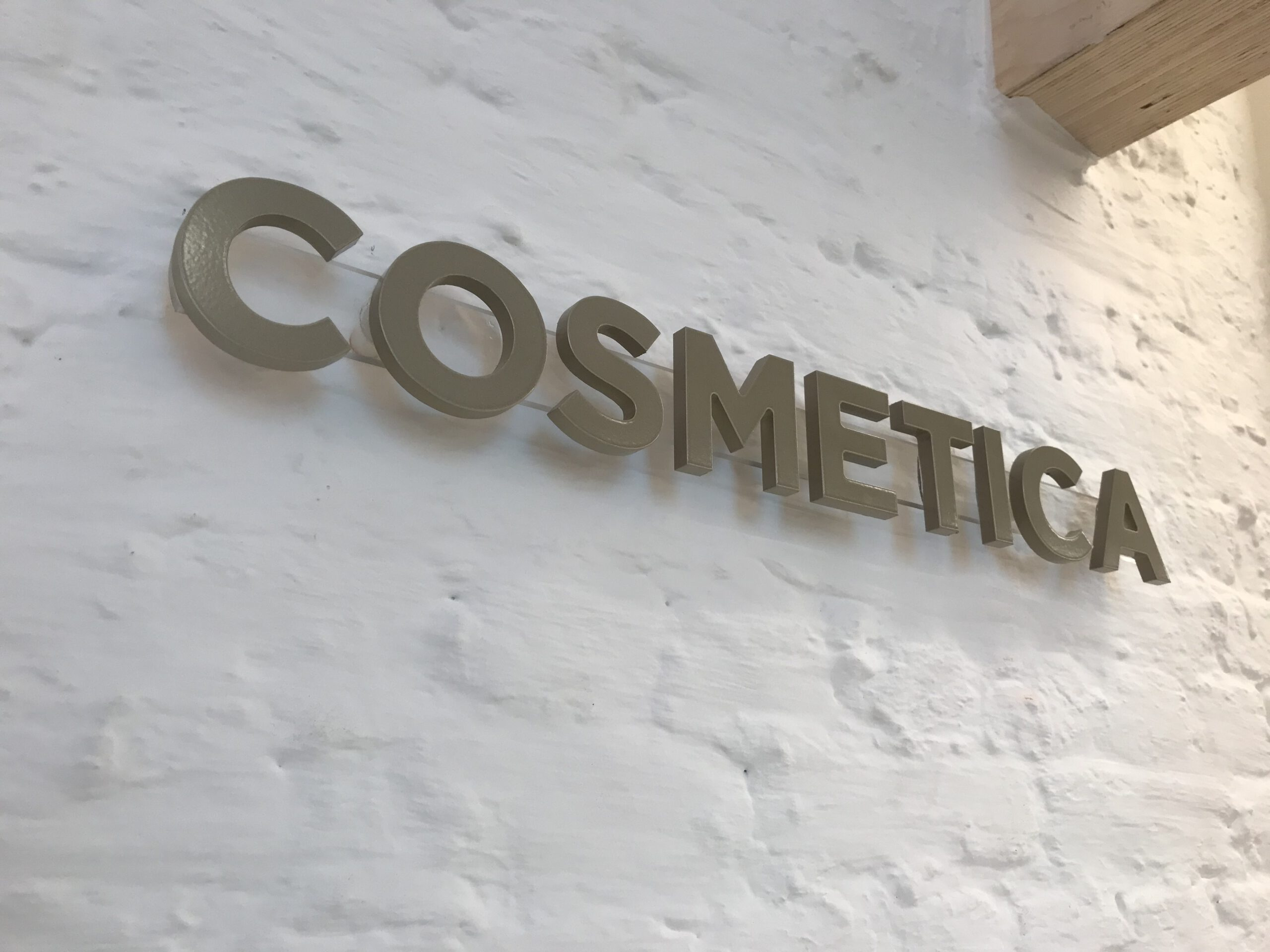 3D letters goud apotheek cosmetica